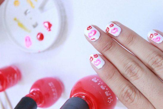 Decora tus uñas con besos para San Valentín