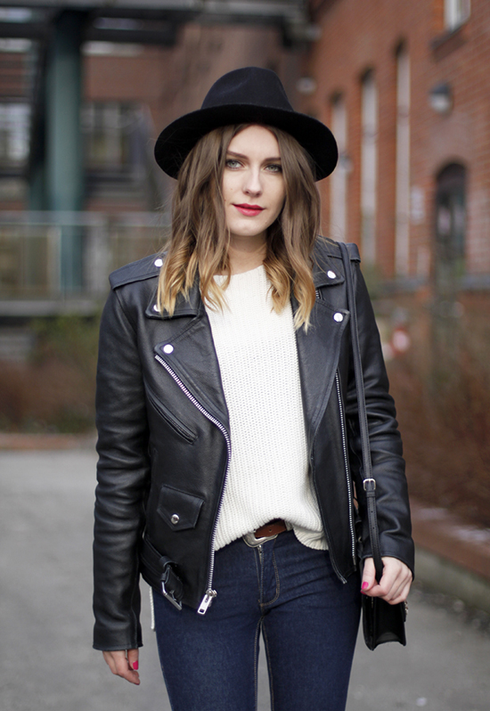 Como llevar una chaqueta negra